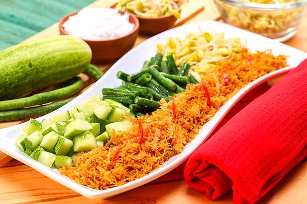 Urap Ayam Sayuran